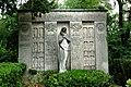 Grabmal Familie Schmitz Waldfriedhof Darmstadt.jpg