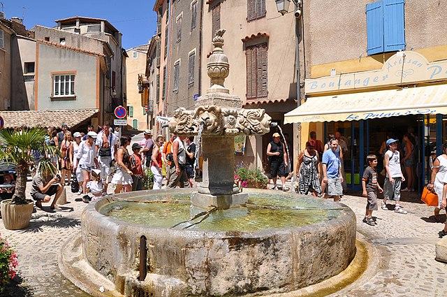декоративный фонтан на Place Thiers, Валенсоль