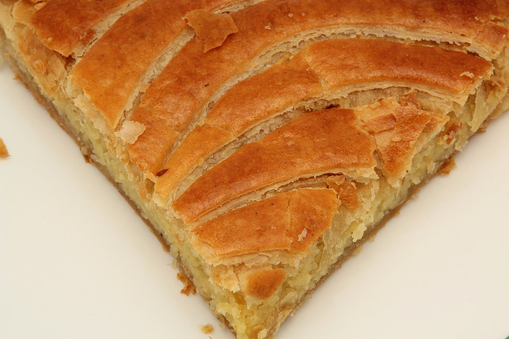 Dish of the Day - II - Page 7 1024px-Gros_plan_de_galette_des_rois_2013