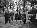 H. M. ontvangt Lord Ismay op Raaphorst te Wassenaar, Bestanddeelnr 905-3772.jpg