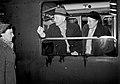 HUA-152855-Afbeelding van de natuurkundige en nobelprijswinnaar professor F. Zernike en zijn echtgenote in een trein op het N.S.-station Amsterdam C.S. te Amsterdam.jpg