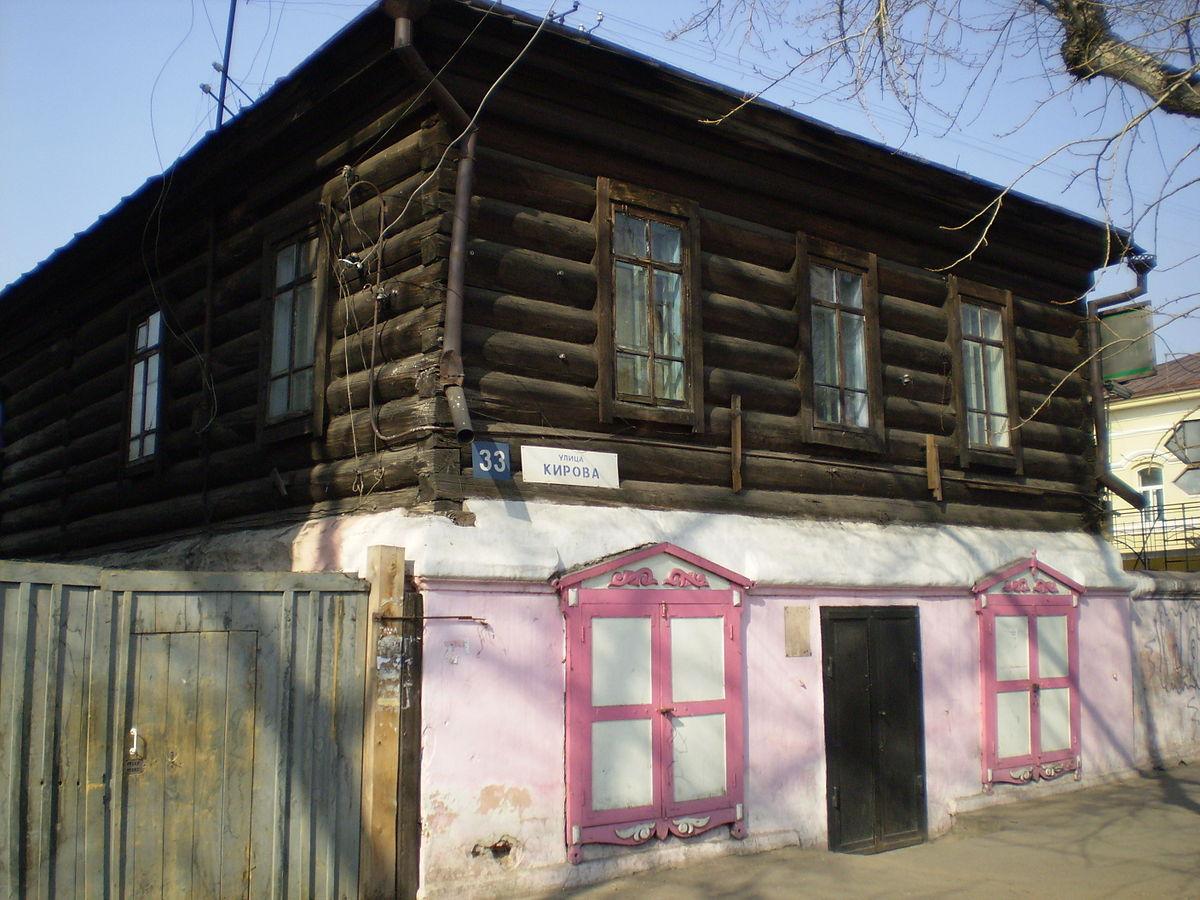 Полукаменный дом