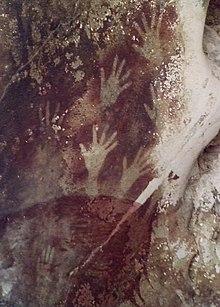 Cetakan tangan di Gua Pettakere di Situs Prasejarah Leang-Leang 674a56ae87