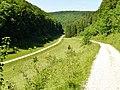 Hasental in der Nähe der Filsquelle (Filsursprung), Links geht es zur Schertelshöhle - panoramio.jpg