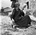 Helena Juriševič, Golac, pri Heričovih, stara 76 let, prede volno 1955 (2).jpg