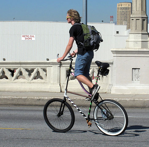 https://upload.wikimedia.org/wikipedia/commons/thumb/2/29/High_rider_CicLAvia_2010.jpg/486px-High_rider_CicLAvia_2010.jpg