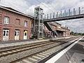 Hirson (Aisne) la gare, quais, passerelle et ascenseur.JPG