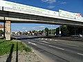 Hloubětín, Poděbradská, most cyklostezky, v pozadí tramvajová smyčka.jpg