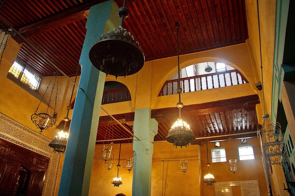 Intérieur de la synagogue Ibn Danan dans le quartier juif du Mellah à Fès. Photo de Mike Prince