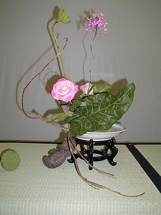 Nanga (Japanese painting) - Bunjinbana flower arrangement
