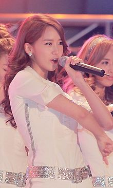 Im Yoona at Hanyang University festival, 17 May 2011.jpg