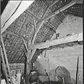 Interieur boerderij, eerste gebint achter stookmuur - Driebergen-Rijsenburg - 20428014 - RCE.jpg