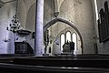 Interior da igrexa de Hellvi.jpg