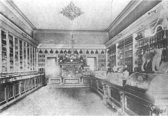 Niagara Apothecary - One of the photographs on which the restoration was based, depicting the interior of the Randall's Drug Store sometimes between 1900 and 1910.