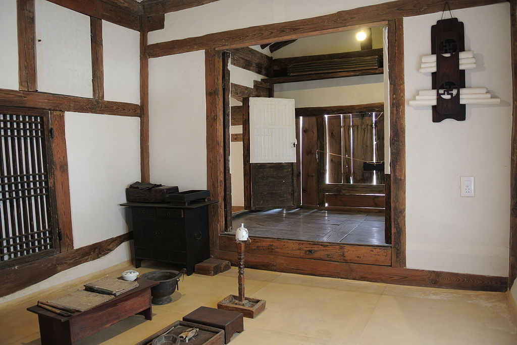 File interior of a traditional korean house jpg for Korean style home decor