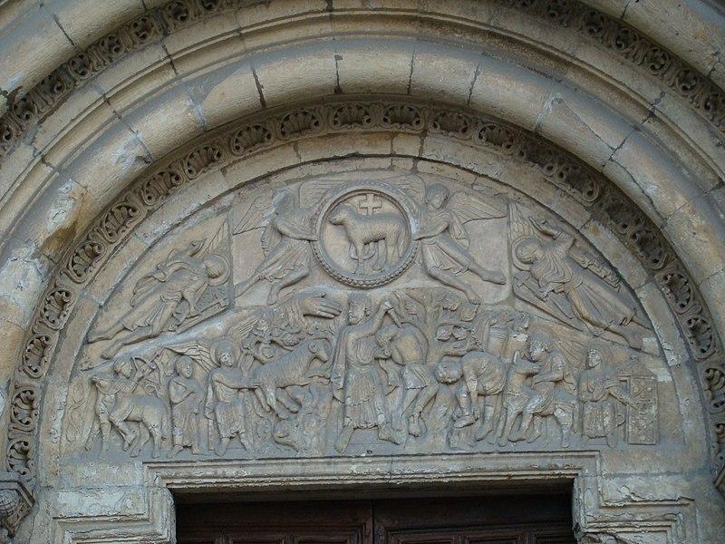 Archivo:Isidoro Leon timpano puerta Cordero lou.JPG