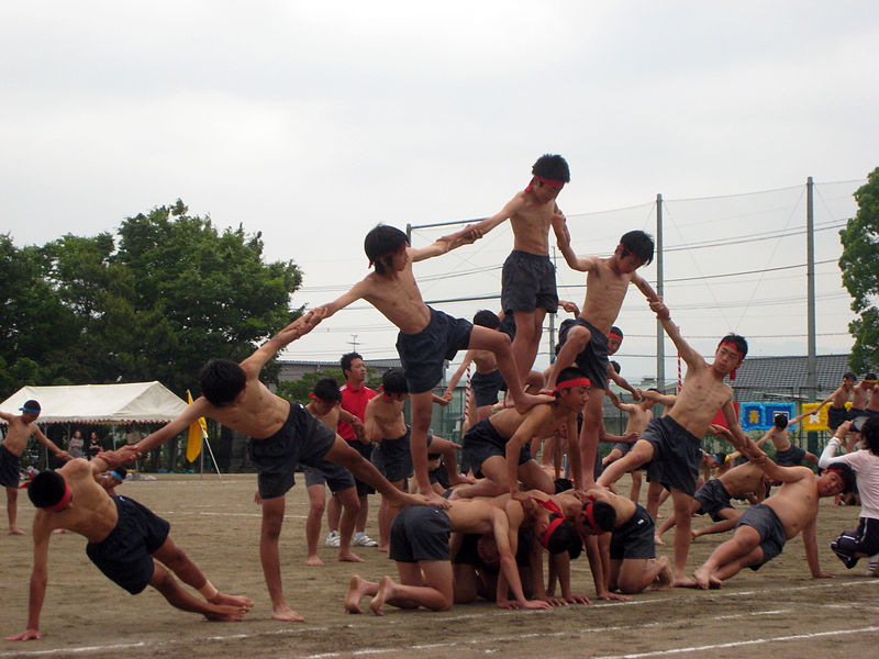 File:JHS Undokai - Student Pyramid.jpg