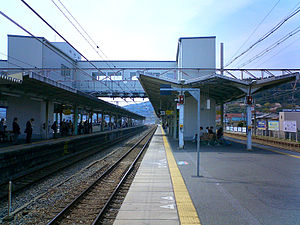Yamashina Station - Yamashina Station platform, April 2007