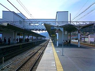 Yamashina Station - Yamashina Station platform, April 2007