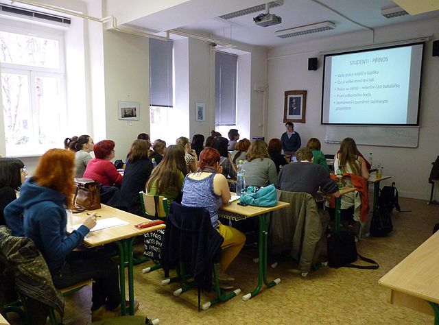 Jana Lánová giving a lecture on Wikipedia to students at