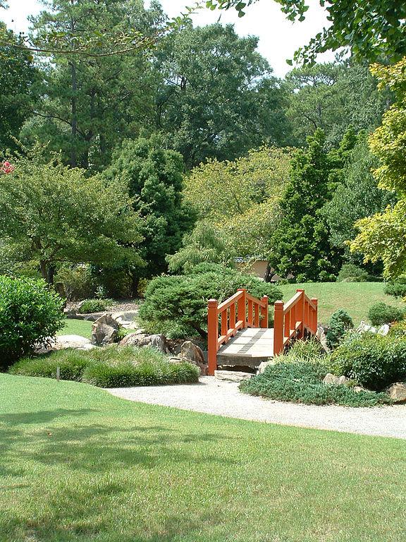 File:Japanese garden in the Birmingham Botanical Gardens.jpg ...