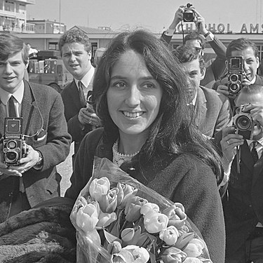 Joan Baez April 1966 Joan Baez (1966).jpg