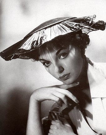 Collins in I Believe in You (1952) Joan Collins 1952.jpg