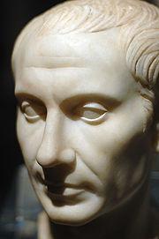 Un giovane Cesare (recentemente scoperto a Pantelleria), il cui mito era Alessandro Magno.