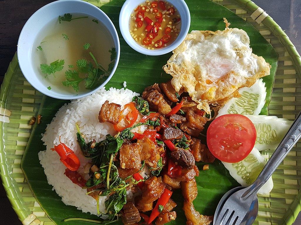 Ka-phrao that (basil fried pork served on tray), Bangkok, 2018-08-07 (2)