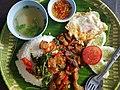 Ka-phrao that (basil fried pork served on tray), Bangkok, 2018-08-07 (2).jpg