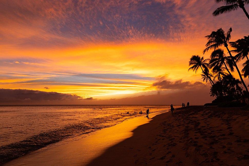 Kaanapali beach sunset on Maui Hawaii (45015472644)