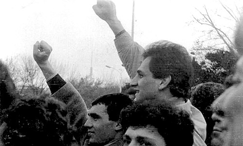 Armenians demonstrating for the unification of the republic with Nagorno-Karabkh at Opera Square in Yerevan in the summer of 1988 Karabakh movement demonstration at Yerevan Opera square (2).jpg
