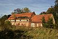 Komorniki pow. Polkowice - Ruiny budynków gospodarczych przy pałacu. 29.09.2011r..jpg
