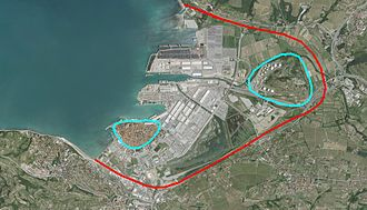 Koper - The modifications of the environment around Koper since its beginning, showing the seashore prior to any land reclamation (red line) and the original island of Koper (light blue line on the left) and former island of Sermin on the right.