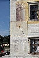 Kratochvíle, zámek, sluneční hodiny (1).jpg