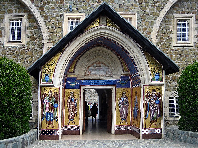 Vaizdas:Kykkos-Monastery-Entrance Troodos-Mountains.jpg