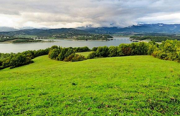 Lago di bilancino - sfondo con Appennino Tosco-Emiliano.jpg