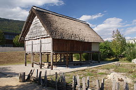 Reconstruction d'un village palafittique à Hauterive en Suisse.