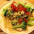 Lemon-broccoli-chicken-garlic-tomato spaghetti レモンガーリック風味のブロッコリーとトマト、チキン入りスパゲティ.jpg