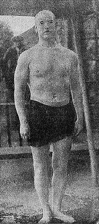 Leonard Seweryński as swimmer (1923).jpg