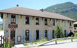 Les Vigneaux - Mairie-école.JPG