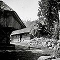 """Lesena hiša pri Kranjci, Vrh 1, levo del kašče, delane """"na čepe"""", datirane z letnico 1837 1952.jpg"""