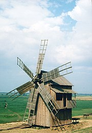 Photo d'un moulin en bois à Letea.