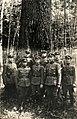 Lietuvos Respublikos kareiviai aplink ąžuolo.jpg
