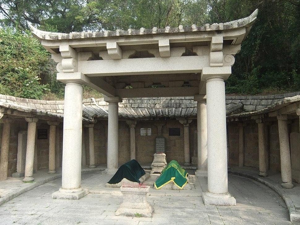 Lingshan Islamic Cemetery - two worthies - DSCF8410