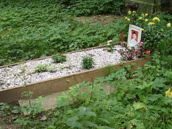 Alexander Litvinenko's grave in London. Image: JohnArmagh.