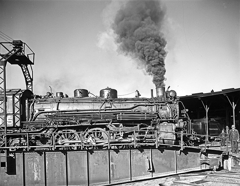 File:Locomotive 715 on Turntable, Roundhouse, Texas and Pacific Railway Company (16085483919).jpg