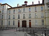 Photo de l'entrée du lycée Champollion.