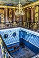 München, Schlosspark Nymphenburg, Badeburg, die sehr üppig dimensionierte Badewanne in der Burg (9116830143).jpg