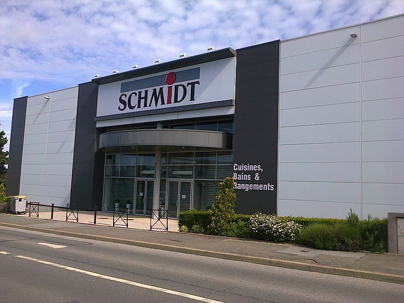 File:Magasin Schmidt - Plaisir.jpg